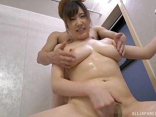 Oiled in regard to Wakatsuki Mizuna lets him play in the brush boobs