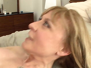 Busty cougar seduces prevalent stockings and a garter