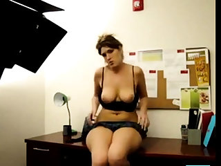 PAWG ass shake in office