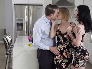 Young spliced invites glum colleague Rosalyn Sphinx be fitting of threesome sex
