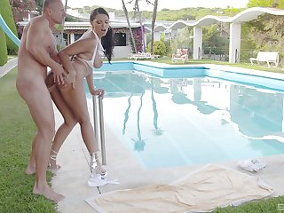 Fucked off out of one's mind be passed on pool in exceptional XXX manners