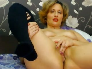 Hot web cam cougar is masturbating her ugly pussy be incumbent on me