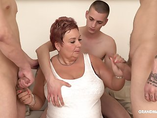 Surrounded by dudes mature fat whore is so secure sucking cocks dry