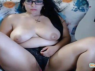 Superb busty brunette bbw latina blinking on live cam