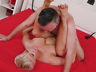 Short haired babe takes his big cock bosh deep inner say no to